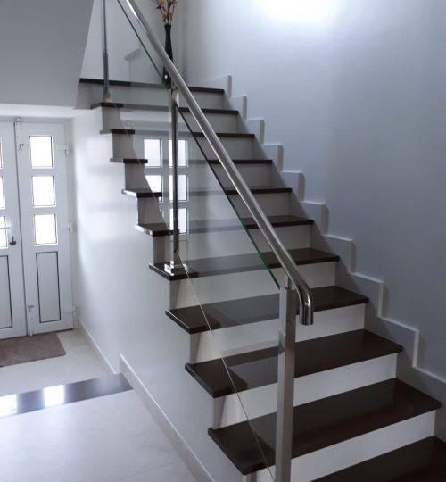 Escaleras blanco-negro